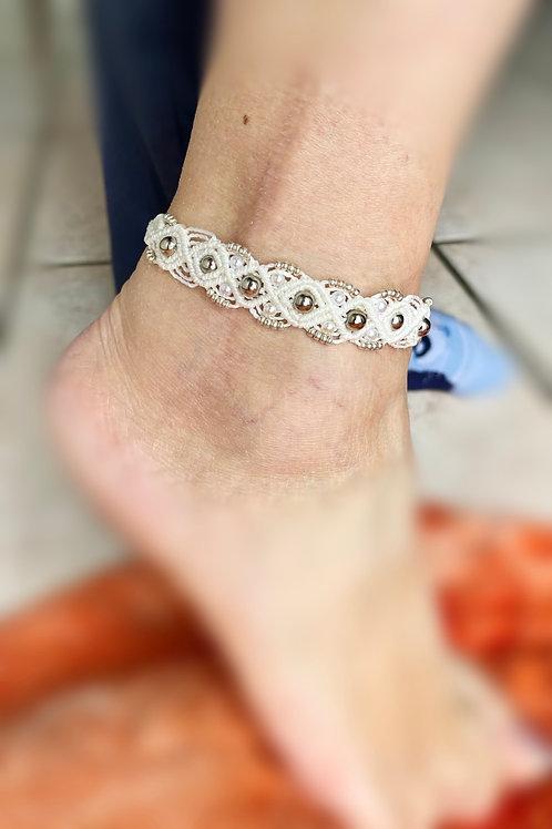 bracelet cheville ou poignet blanc perles nacre