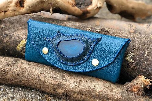 Trousse Cuir bleu turquoise avec géode d'agate bleue 20x8cm