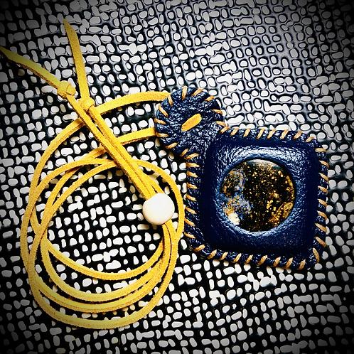 Collier artisanal en cuir et PERISTERITE