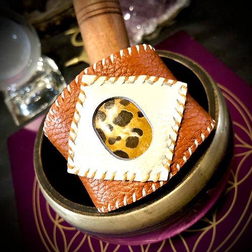 Bracelet artisanal en cuir camel/ blanc: Jaspe  Léopard