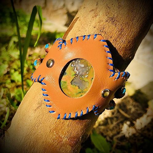 Bracelet cuir/ cordon  et Rhyolite rainforest opalisée