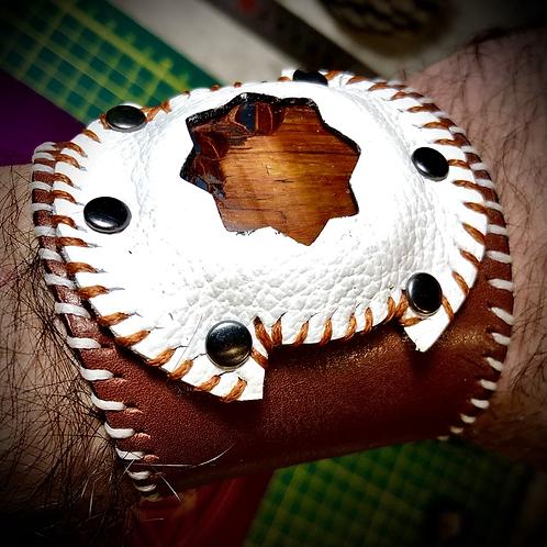 Bracelet artisanal en cuir bordeaux pierre Oeil de taureau