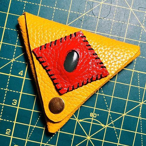 Porte monnaie triangulaire en cuir jaune et pierre de jade