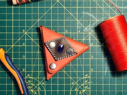 Porte monnaie triangulaire Cuir rouge et pierre