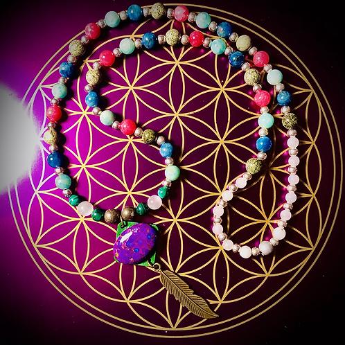Collier artisanal pendentif en Mohave purple turquoise et perles semi précieuses