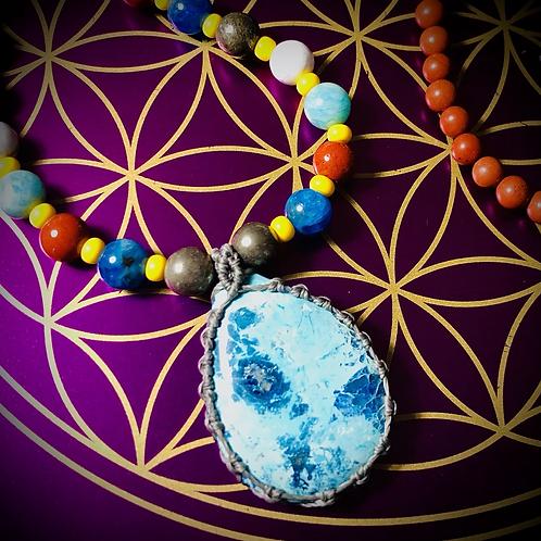 Collier «mala ethnique» pendentif Shattuckite, perles variées