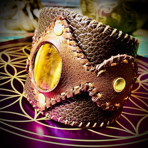 Bracelet artisanal en cuir et Oeil de tigre