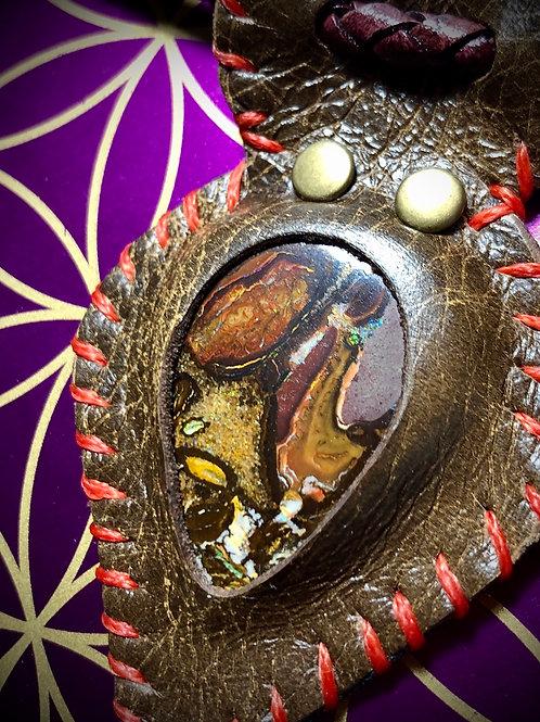 Collier en cuir et Opale bulder