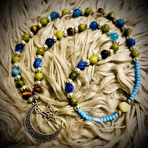 Collier artisanal en perles de pierres naturelles semi précieuses