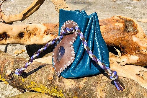 Bourse cuir bleu et pierre améthyste