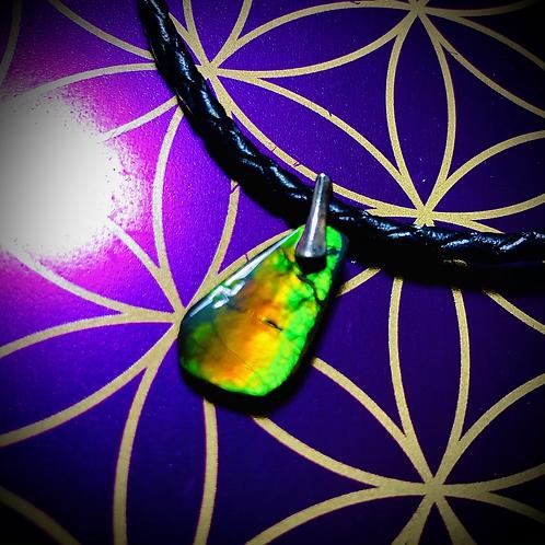 Bracelet artisanal en cuir et médaillon Opale australienne