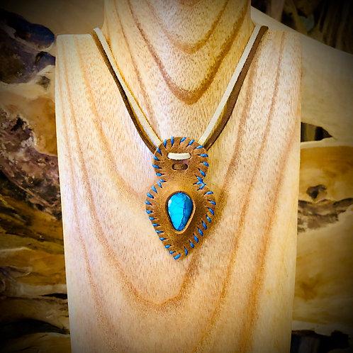 Collier artisanal en cuir et Labradorite bleue