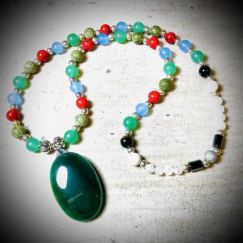 Collier artisanal «Mala» pendentif Aventurine, pierres naturelles variées