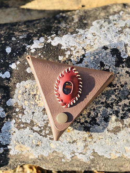 Porte monnaie triangulaire Cuir marron pierre oeil de fer
