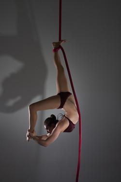 Single ankle hang scorpion