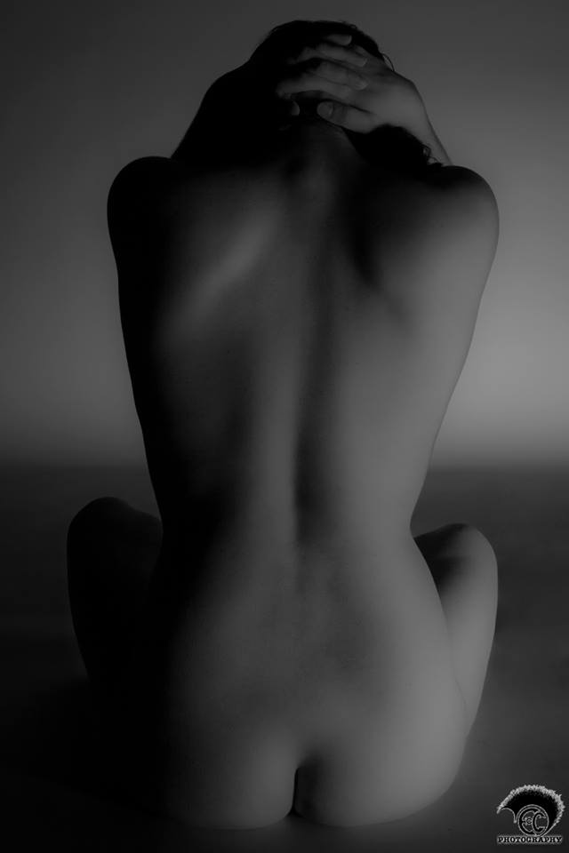 Nude back (black and white)