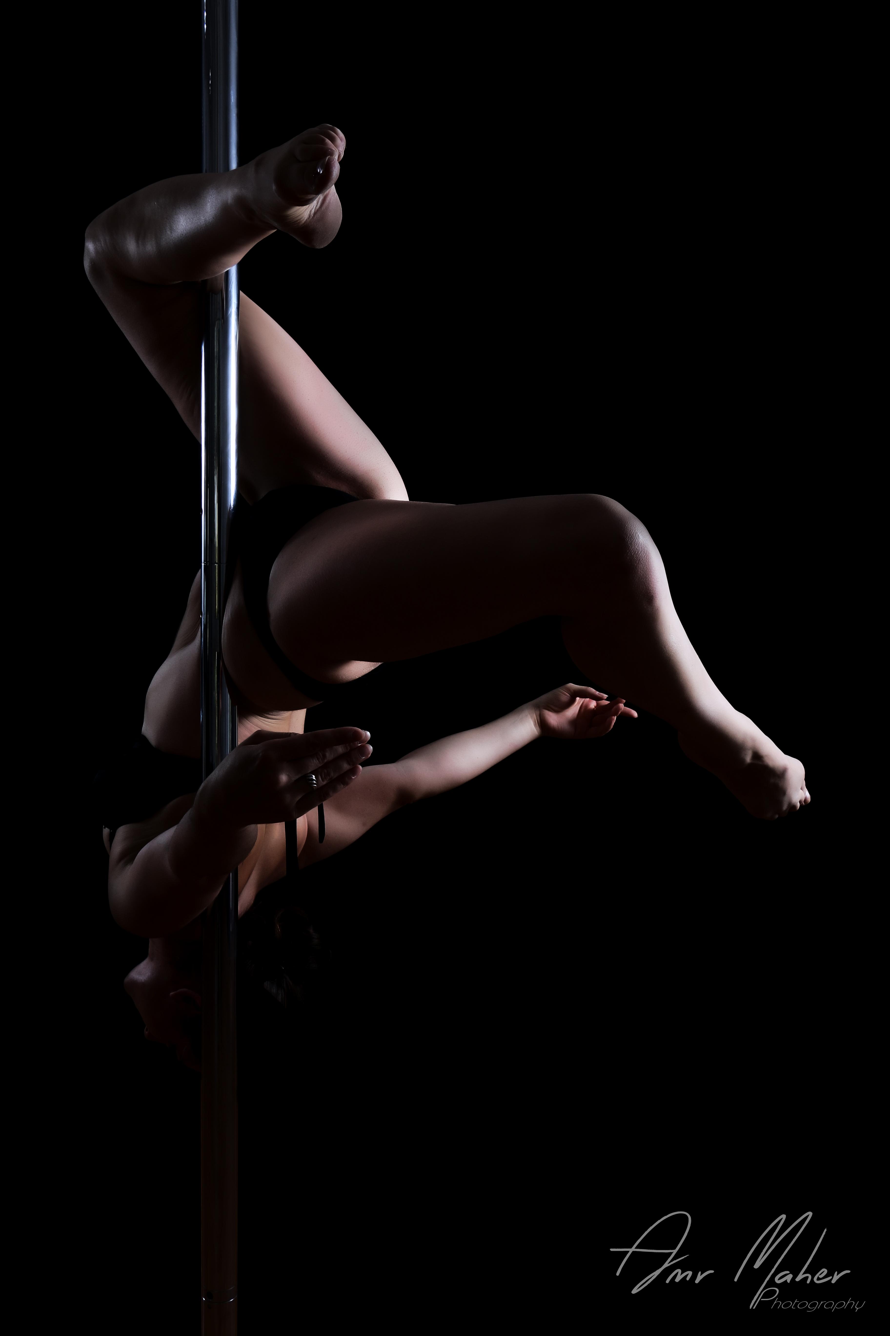 Leg hang