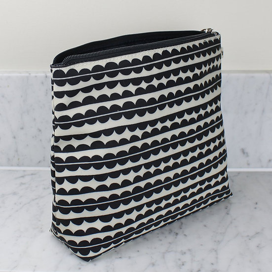 scallop tall wash bag