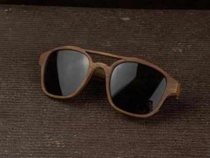 Lesena sončna očala FJ-PRODUKT OllsonM izdelan iz Slovenskega oreha