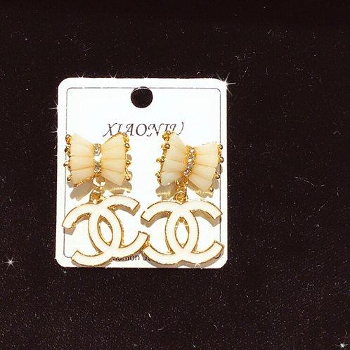 Bow CC gold earrings
