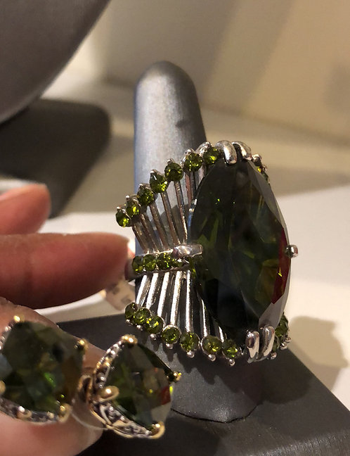 Large Green stone ring  size 9