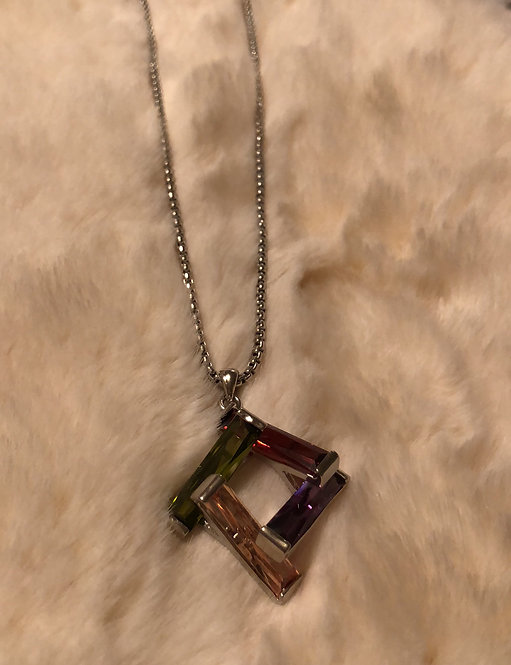 Open design multicolor necklace