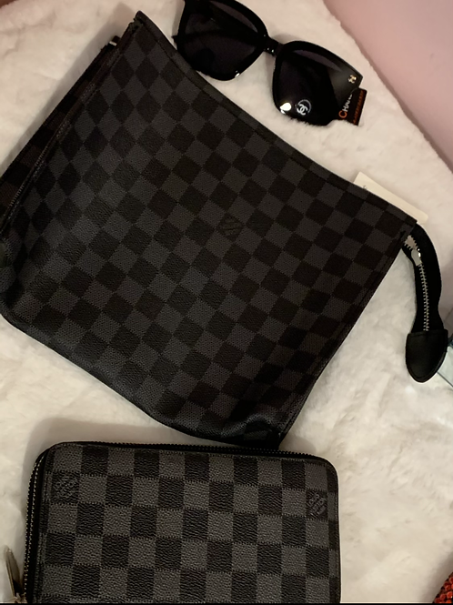 Inspired LV Clutch checker
