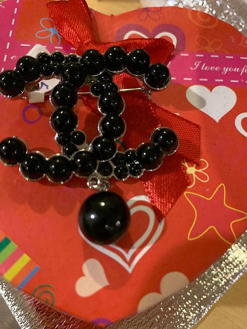 Black cc Pearl brooch  003