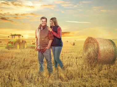 farm-engagement -session-tractor.jpg