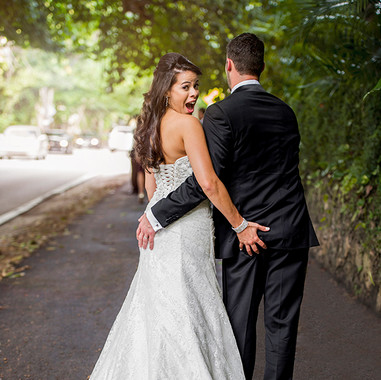 funny-wedding-poses-for-couples-miami-fl