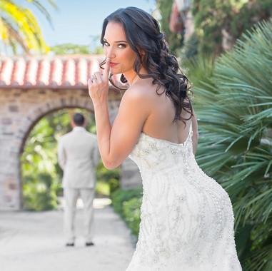 fun-wedding-photo-poses-for-brides.jpg