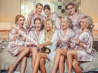 fun-wedding-photos-with-bridesmaids-miam