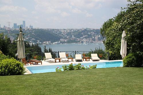 Vaniköy Evleri'nde Manzaralı Havuzlu Satılık Villa