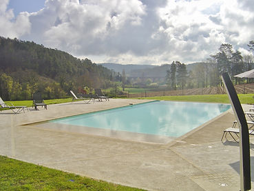 Infinity swimming pool of the guest house in dordogne-France