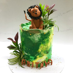jungle themed cake with lion topper