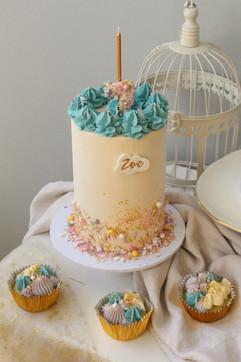 Confetti cake with cupcakes