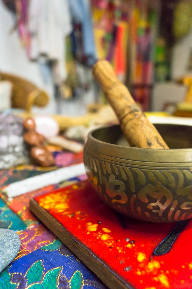 Singing bowls at Artful Dreamers