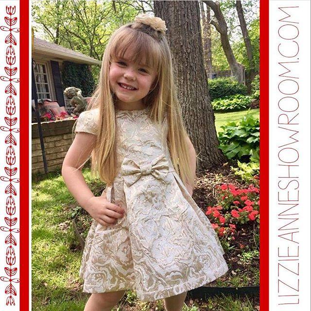 Perfect #holiday dress from _doeadear