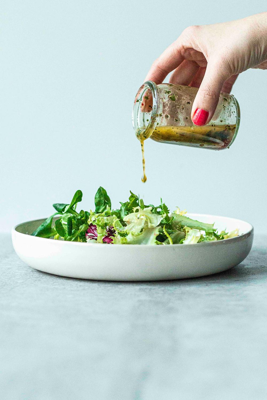 Diese drei einfachen Salatdressings glänzen mit wenig Zutaten, einfacher und schneller Zubereitung und bombastischem Geschmack – MOE'S QUICK & EASY FOOD – #gesund #dressing #salat
