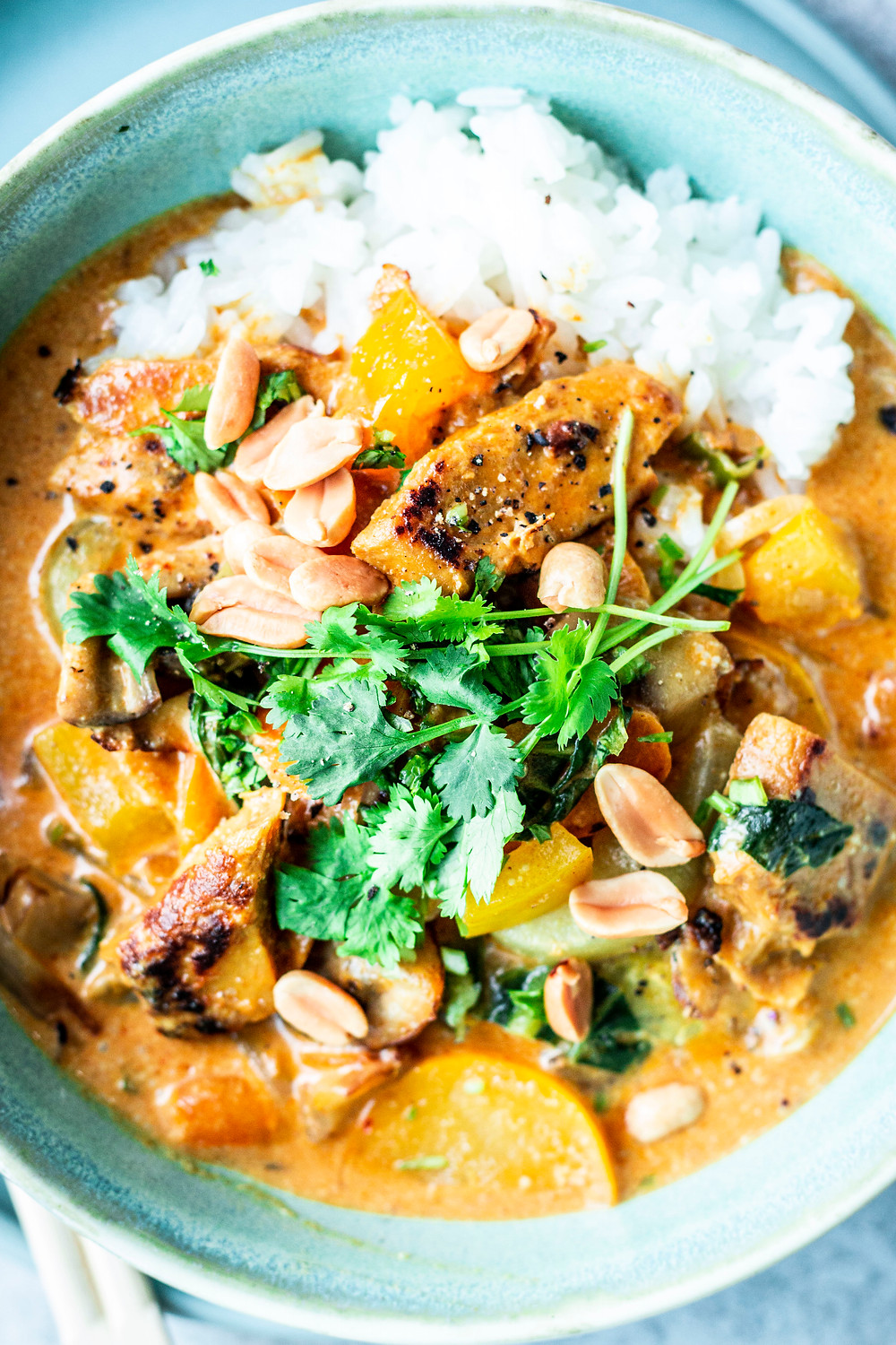 Dieses einfache und schnelle Thai Curry Rezept ist vollgepackt mit Gemüse, vegan und super lecker – MOE'S QUICK & EASY FOOD #vegan #chickencurry #curry #abendessen