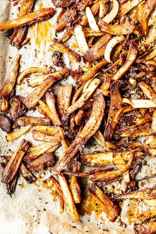 Diese mega einfache und schnelle vegane Pilz Gyros Rezept ist in nur 25 Minuten fertig und ist die beste Fleischalternative die ich kenne. Perfekt für alle die auf Fleisch aber nicht auf Geschmack verzichten wollen. Mit Pilzen und selbstgemachtem Gyrosgewürz einfach nur lecker. MOE'S QUICK & EASY FOOD #vegan #veggie #pulledpork #pulledpilz #gyros #gyrosteller