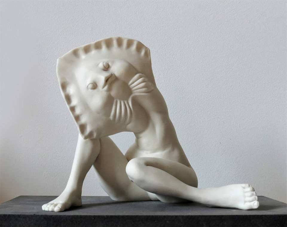 Caroline Chopin, Woman raie, porcelaine, 19/20/14 cm