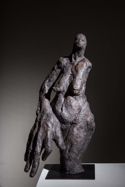 Caroline Chopin, Motus, grès cérame, 36/17/16 cm photographie Bénédicte Deleplanque  diponible en bronze avec une patine différente