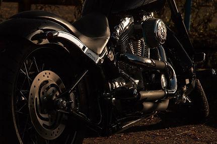 motorcycle-1148963_1920.jpg