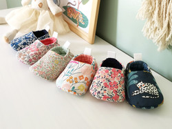 Chaussons réversibles pour bébé en coton Liberty pour l'été