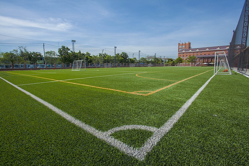 facilities---football-field_18860581734_o_edited