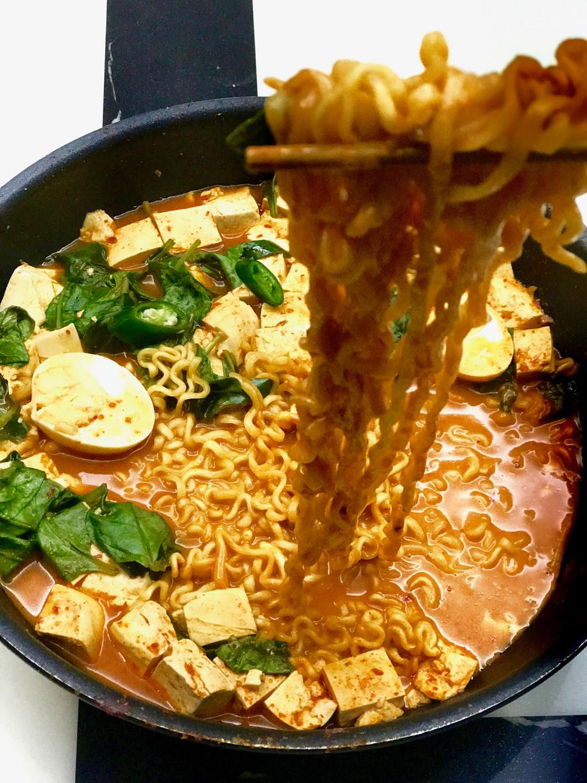 10 Min Dinner: Kickass Hot Gochujang Tofu & Ramen
