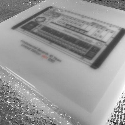 808 BOX - 10 YEARS-02.jpg