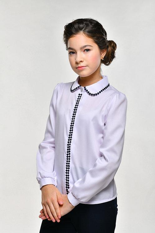 Белая школьная блузка с синим гипюром.