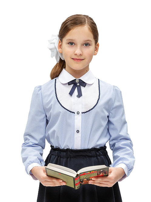 Школьная блузка голубая с белой кокеткой.